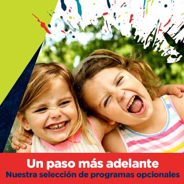 dos niñas pequeñas sonriendo